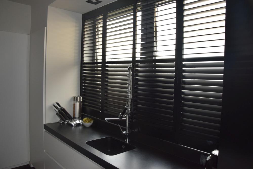 shutters, rolety drewniane w kuchni